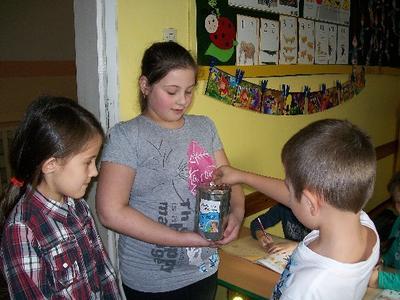 Na terenie naszej szkoły i przedszkola akcję przeprowadziła klasa III.