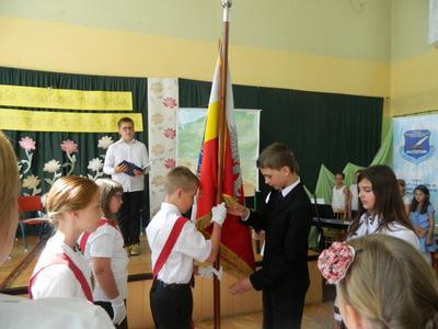 Podczas uroczystości wszyscy szóstoklasiści otrzymali świadectwa ukończenia szkoły podstawowej. Nag