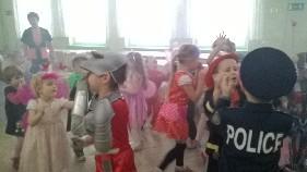 W karnawale same bale.... więc nasze przedszkole odwiedziły Księżniczki, Biedronki, Dzwoneczki,Myszka