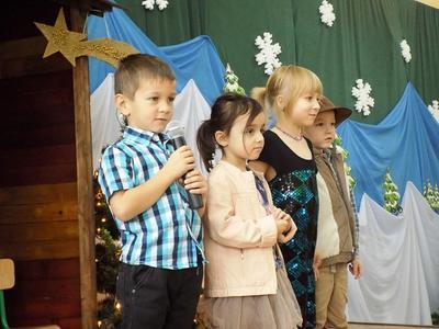 17 grudnia przedszkolaki zaprosiły swoich najbliższych: rodziców, babcie i dziadków na przedstawienie