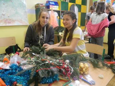 Przygotowanie stroików oraz świąteczne życzenia dla mieszkańców Przecieszyna
