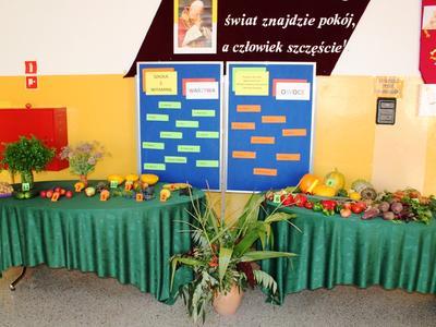 Wystawy klasowe jesiennych owoców i warzyw.