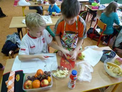 W dniu 14 grudnia 2015 roku dzieci z klas I - III w ramach akcji Śniadanie daje moc, przygotowały diete