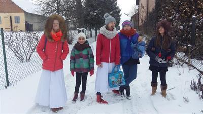 W tym roku, zaraz po Świętach Bożego Narodzenia uczniowie klas V i VI szkoły podstawowej odwiedzali d