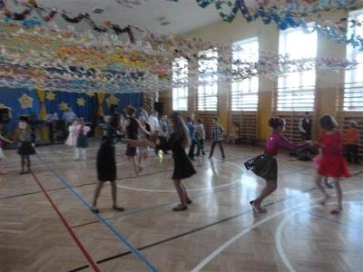 Tradycją  naszej szkoły jest, że pod koniec semestru organizowana jest zabawa karnawałowa. Jest to be