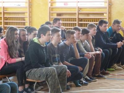 W dniu 04.04. 2016 roku gościliśmy w naszej szkole grupę teatralną Best z Krakowa, która wystawiła