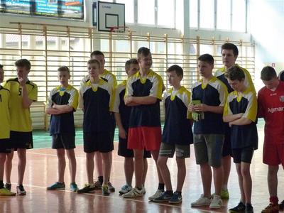 W dniu 28.04.2016 roku uczniowie naszej szkoły uczestniczyli w  zawodach  sportowych w halową piłkę n