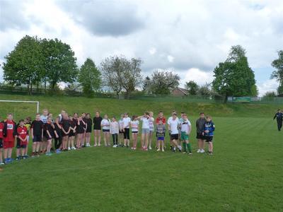 W dniu 09.05.2016r. nasza szkoła wzięła udział w Gminnych Igrzyskach w piłkę nożną dziewcząt i c