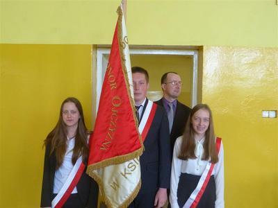 Jak co roku uczniowie z okazji uchwalenia konstytucji 3 Maja, przygotowali uroczysta akademię.