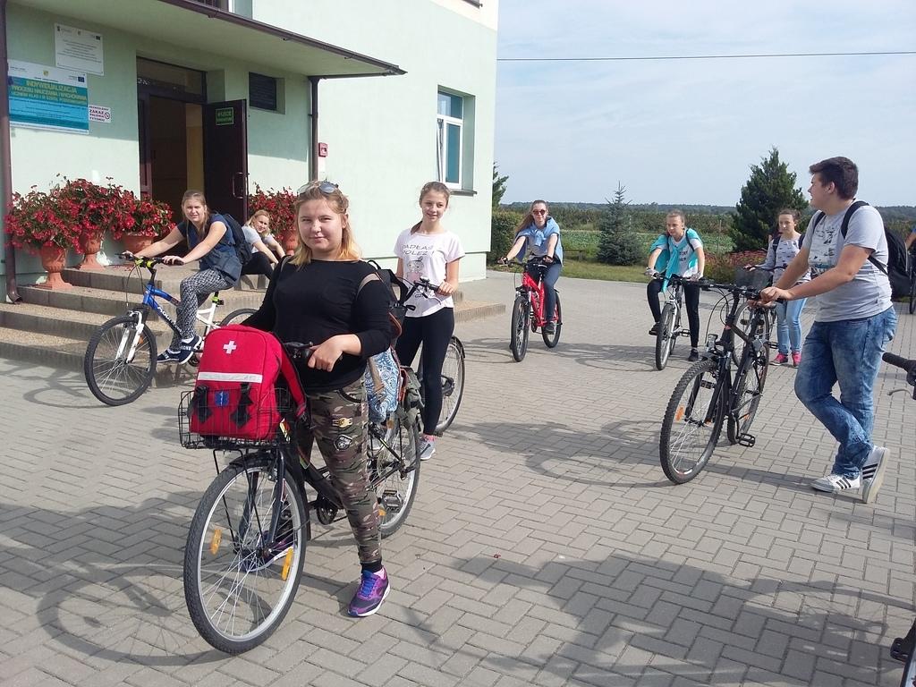 Wyjazd - zbiórka przed szkołą