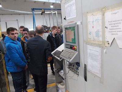 9 grudnia 2015 uczniowie Technikum Informatycznego zwiedzali wytwórnię drzwi zewnetrznych i wewnętrzny