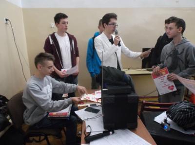 Na zdjęciu od lewej organizatorzy: Kamil Matysiak, Krystian Janczarek i Szymon Szostak oraz uczestnicy t