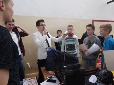 Na zdjęciu od lewej organizatorzy: Kamil Olech, Krystian Janczarek  i Szymon Szostak oraz uczestnicy tur