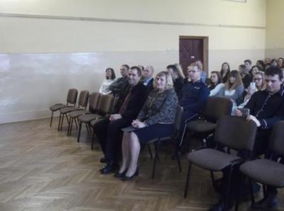 Na zdjęciu od lewej Kierownik Wydziału Edukacji i Sportu pan Zbigniew Leziak, Dyrektor ZS Nr 1 Mieczys�