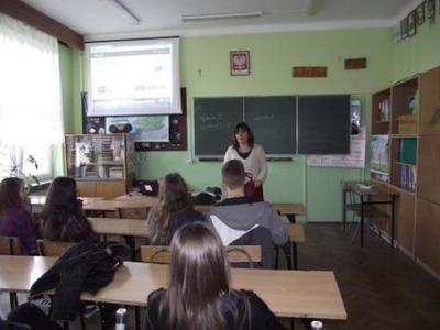 Na zdjęciu Pani Agnieszka Kot - nauczyciel języka angielskiego