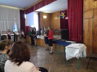 Na zdjęciu od od prawej Pani Anna Kamieniarz, Dyrektor ZS Nr 1 Pani Mieczysława Taczalska, Marlena Wars