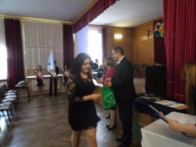 Na zdjęciu od od prawej Kierownik Wydziału Edukacji i Sportu Pan Zbigniew Leziak, Dominka Kawęcka