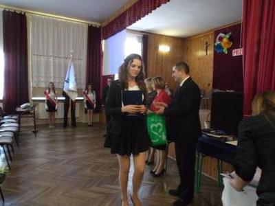 Na zdjęciu od od prawej Kierownik Wydziału Edukacji i Sportu Pan Zbigniew Leziak, Karolina Widomska