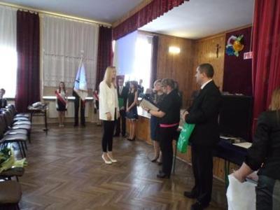 Na zdjęciu od od prawej Kierownik Wydziału Edukacji i Sportu Pan Zbigniew Leziak, Pani Agnieszka Cedro,