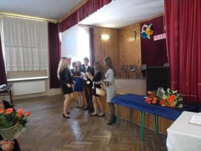 Na zdjęciu od od prawej Katarzyna Flis, Aneta Stręciwilk,Szymon Szostak, Magdalena Majewska, Karolina Z