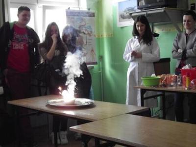 Na zdjęciu pokazy chemiczne  w wykonaniu studentów Wydziału Chemii UMCS Lublin