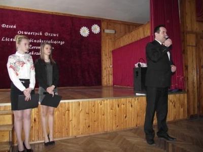 Na zdjęciu od prawej Wójt Gminy Zakrzówek Grzegorz Lemiecha, Marlena Warsińska, Magdalena Budzyńska
