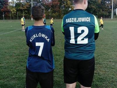 Gminne zawody w piłkę nożną dziewcząt i chłopców w kategorii szkół podstawowych- młodzież odby
