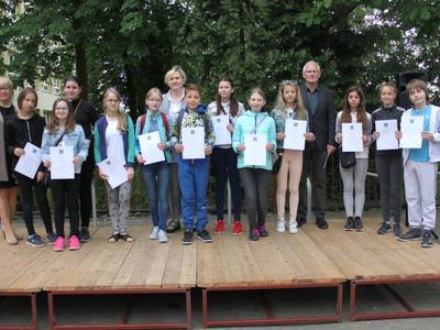 Podczas Festynu Szkolnego zostali nagrodzenie uczniowie w nauce i w sporcie.