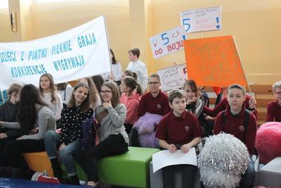 Dzisiaj w szkole nr 11 odbył się konkurs  Wiem Wszystko!. W konkursie brało udział sześć szkół po