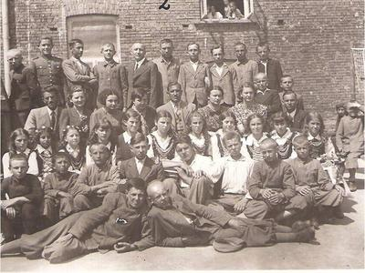 Klasa VII A z nauczycielami.
