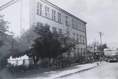 Budynek szkoły w latach 70 i 80-tych.