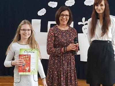 Paulina Kowalska zajęła I miejsce w Łódzkim Konkursie Recytatorskim Twórcy Czterech Kultur Dzieciom