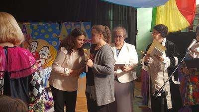 Wyróżnienie za postać babci w spektaklu Inna? dla Oliwii Rojek VIII Przeglądzie Teatrów Szkolnych Ws