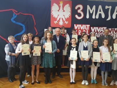 Uczestnicy konkursu i nagrodzone nasze 3 uczennice: Zofia Piestrzeniewicz przygotowywana przez Ewę Olsze