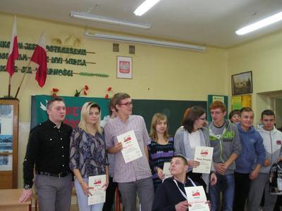 Akademię przygotowała klasa 1 zsz. Przedstawiciele klas wzięli udział w konkursie wiedzy o Polsce. Na