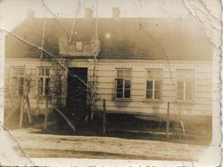Szkoła w Morawinie sprzed 1971r Zbiory prywatne rodziny Kraszkiewiczów [322x241]