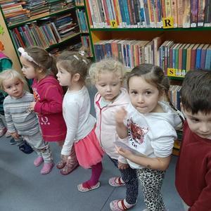 Grupa Krasnale z wizytą w Bibliotece