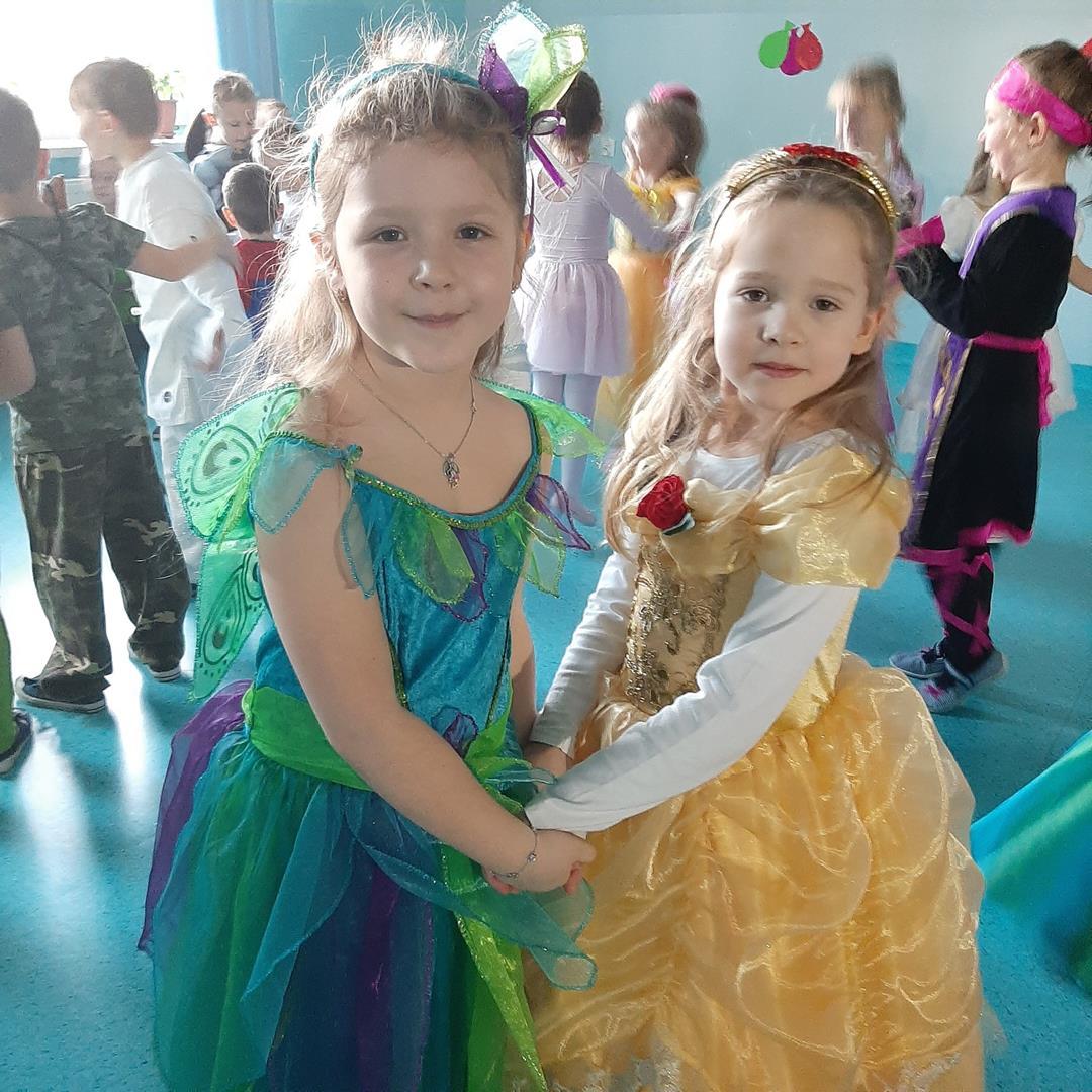 Taniec w wykonaniu dziewczynek